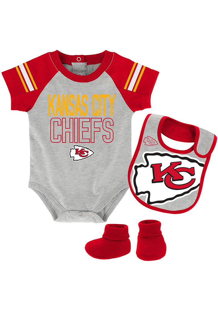 Kansas City Chiefs Baby Grey Blitz One Piece with Bib aab013b01