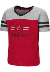 Colosseum Cincinnati Bearcats Toddler Girls Red Pee Wee T-Shirt