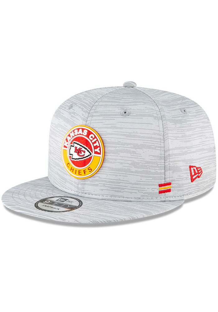 New Era Kansas City Chiefs Grey 2020 OF Sideline JR 9FIFTY Youth Snapback Hat - Image 1