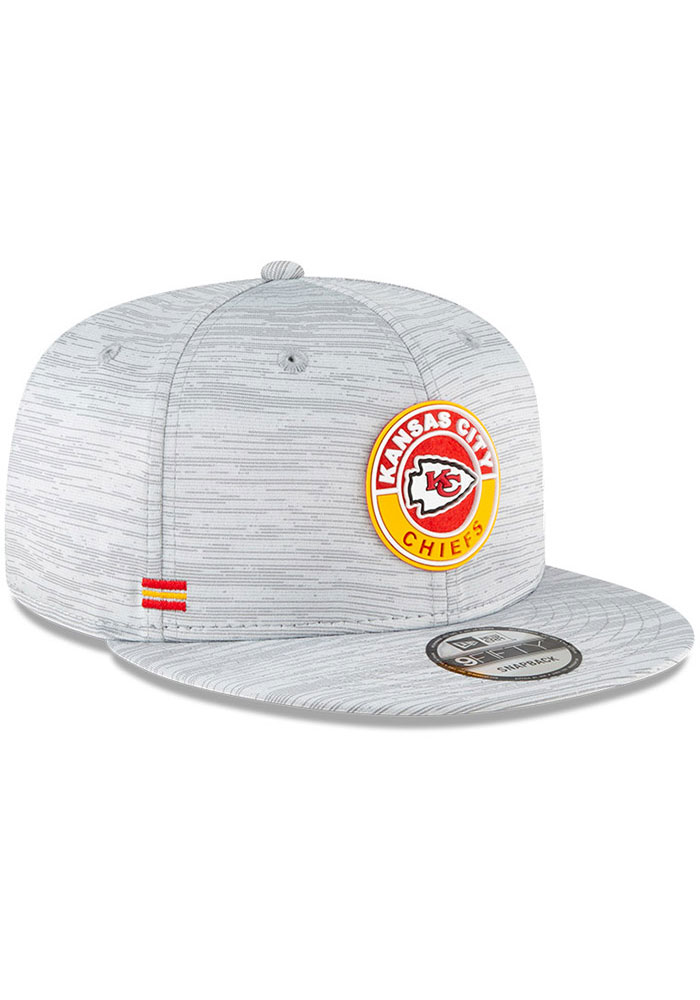 New Era Kansas City Chiefs Grey 2020 OF Sideline JR 9FIFTY Youth Snapback Hat - Image 2