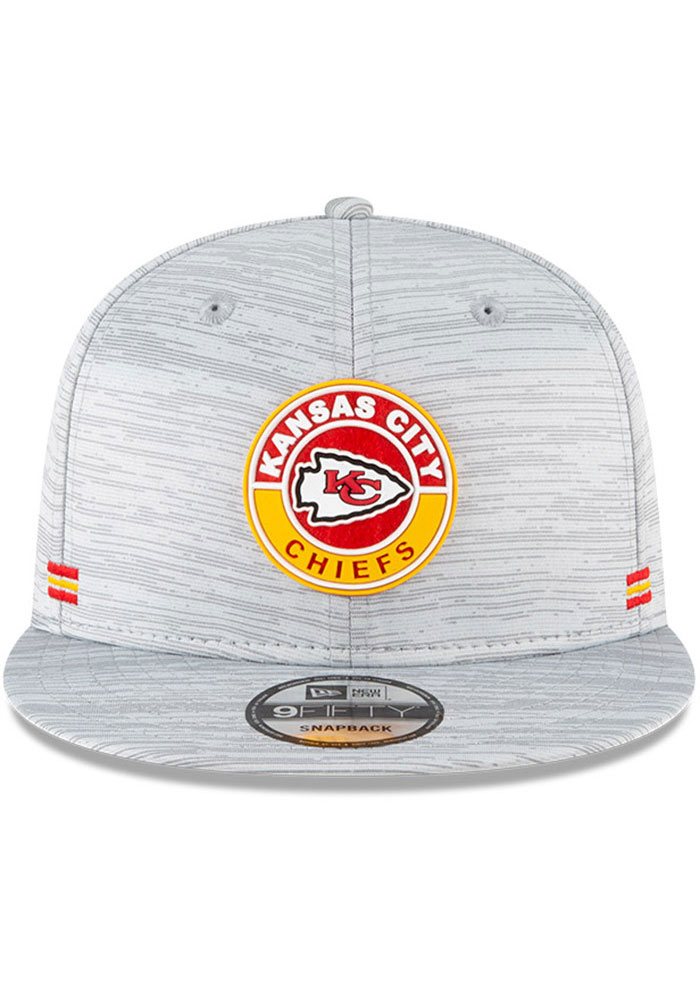 New Era Kansas City Chiefs Grey 2020 OF Sideline JR 9FIFTY Youth Snapback Hat - Image 3