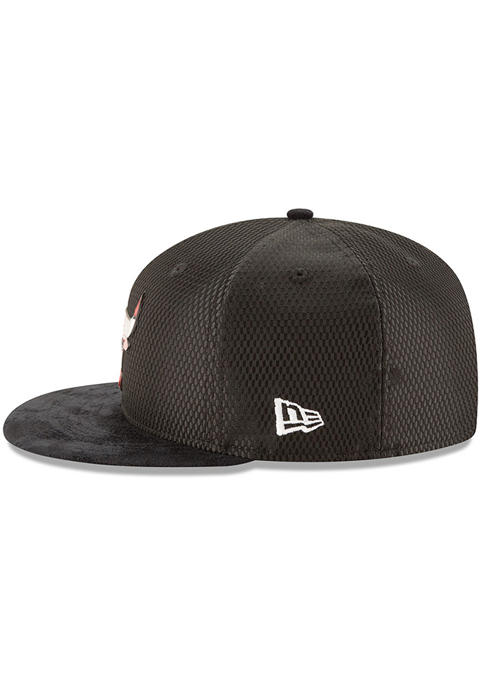 New Era Chicago Bulls Mens Black NBA17 On Court Fitted Hat - Image 4