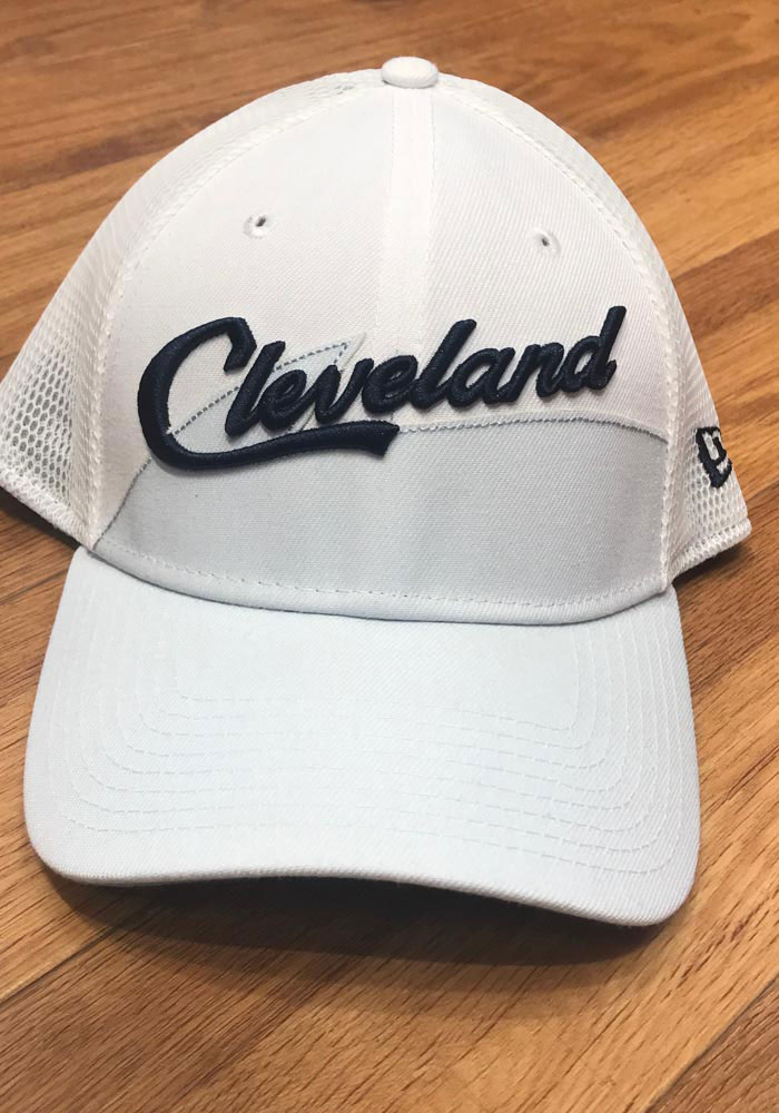 New Era Cleveland Cavaliers Mens Maroon 2018 Christmas Day 39THIRTY Flex Hat - Image 7