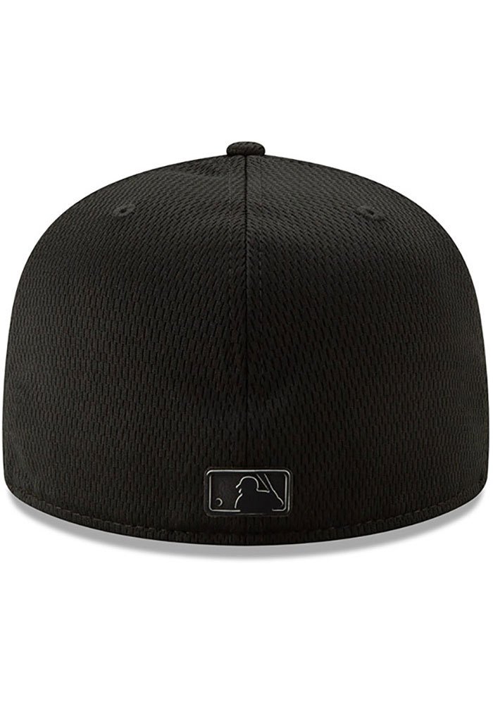 New Era Texas Rangers Mens Black 2019 Clubhouse 59FIFTY Fitted Hat - Image 5